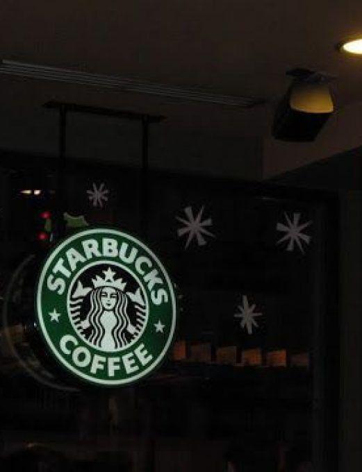 Starbucks y Paramount Comedy