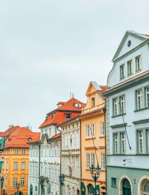 Castillo y barrio de Malá Strana en Praga.