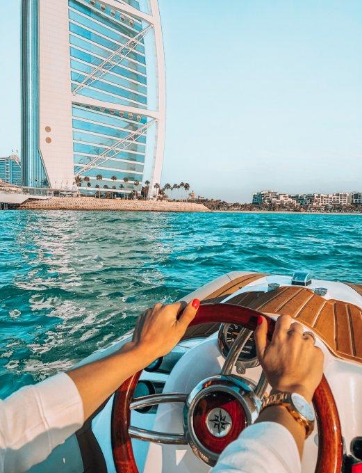 Dubai desde el mar: la adrenalina de conducir tu barco